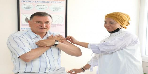 Başkan Savaş üçüncü doz aşısını yaptırdı ve uyarılarda bulundu: Vaka Sayısı maalesef Bayram öncesinin üç katına çıktı!