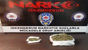 İskenderun'da Şüphe üzerine durdurulan araçta 600 gram esrar yakalandı
