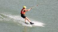 Ünlü oyuncu Sevcan Yaşar Karlısu Hatay Büyükşehir Belediyesi Su Sporları merkezinde sörf yaptı