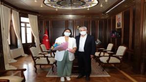 Vali Rahmi Doğan LGS birincilerinden Muazzez Göksu Özer'i kabul etti