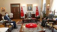 Vali Rahmi Doğan Kumlu Kaymakamı ve Belediye Başkanını kabul etti