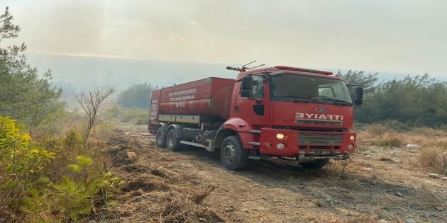 Hatay Büyükşehir Belediyesi İtfaiye ekipleri Dörtyol'daki yangında etkin rol aldı