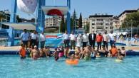 Antakya Belediyesi'nin etkinliğinde Otizmli çocuklar su topu ve su voleybolu oynadı