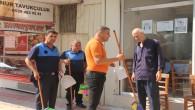 Samandağ Belediyesinden Temizlik farkındalığı: Esnaflara süpürge ve kürek dağıtıldı!