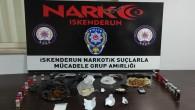 İskenderun'da 3 kişide 4 tabanca ile çeşitli uyuşturucu maddeleri yakalandı