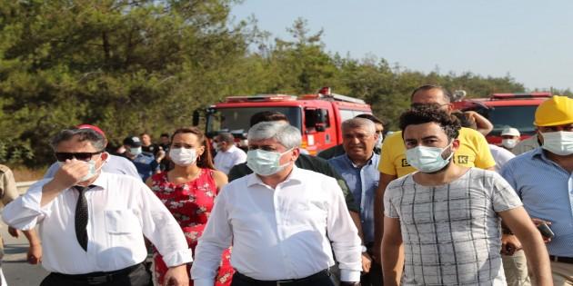Hatay Valisi Rahmi Doğan yangın bölgesinde incelemelerde bulunuyor