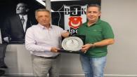 Başkan Mehmet Yıldız'dan Başkan Ahmet Nur Çebi'ye plaket