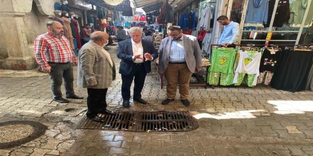 Antakya Belediyesi Başkan Yardımcısı Orhan Mursaloğlu, çarşı esnafıyla yağışların etkilerini değerlendirdi