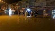 İskenderun'daki şiddetli yağmur Hatay Büyükşehir Belediyesi ekiplerini teyakkuza geçirdi