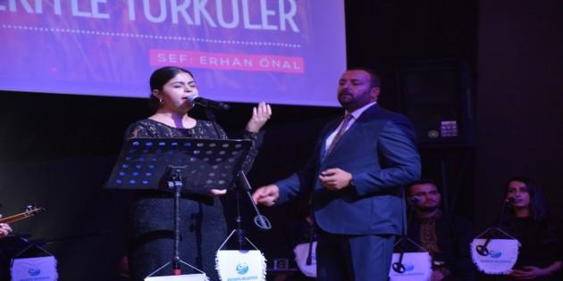 """""""Hikayeleriyle Türküler"""" konseri dinleyenlere duygu dolu saatler yaşattı!"""