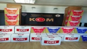 İskenderun'da iki ayrı araçta toplamda 415 bin 200 adet gümrük kaçağı makaron yakalandı