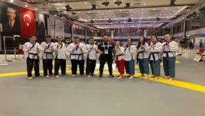Hatay Büyükşehir Belediyesi Takwondo takımı Dünya Başkanlık musabakasından  16 madalya ile döndü