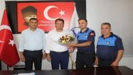 """Samandağ Belediyesi Zabıta ekipleri, """"Zabıta Haftası"""" nedeniyle karanfil dağıttı!"""