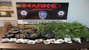 İskenderun'da iki ayrı adreste yapılan aramalarda 1 Kilo 129 gram esrar yakalandı
