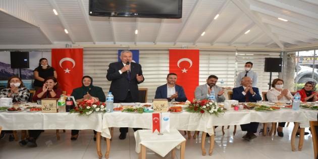 Başkan İzzettin Yılmaz Muhtarlarla öğlen yemeğinde bir araya geldi: Muhtarlarımız hem Milletimizin, hem de Devletimizin temsilcileridir!