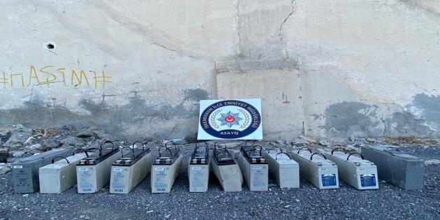 Baz istasyonlarından çalınan 12 adet akü yakalandı
