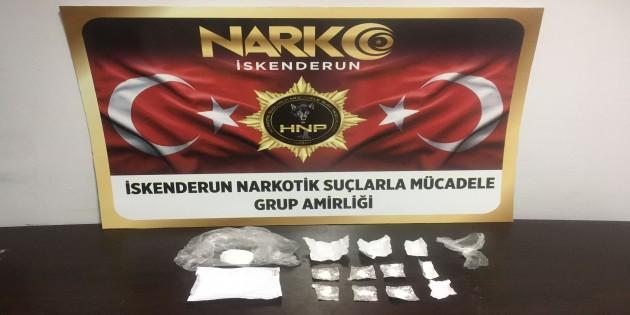 Uyuşturucu satıcısı iki kişi tutuklandı