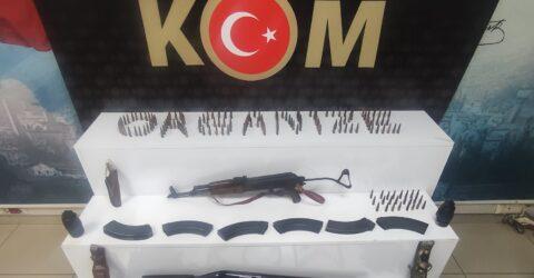 Hassa'da Sis bombası, 2 tüfek ve 3 kasatura yakalandı